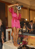 th_96583_fashiongallery_VSShow08_Backstage_AlessandraAmbrosio-06_122_224lo.jpg