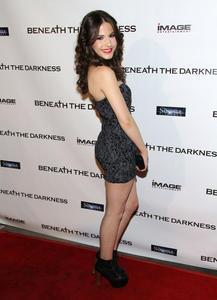 http://img197.imagevenue.com/loc398/th_196627767_ErinSanders_BeneathTheDarknessPremiere_Hollywood_4_122_398lo.jpg