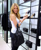 th_71849_78021-blake-lively-candid-chanel-boutique-nyc-09-0_122_4lo.jpg