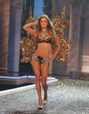 th_06891_fashiongallery_VSShow08_Show-094_122_426lo.jpg