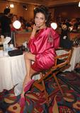 th_20629_fashiongallery_VSShow08_Backstage_AdrianaLima-14_122_436lo.jpg