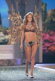 th_01424_Victoria_Secret_Celebrity_City_2007_FS536_123_560lo.JPG