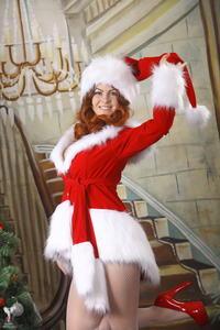 http://img197.imagevenue.com/loc561/th_253111171_silver_angels_Sandrinya_I_Christmas_1_023_123_561lo.jpg