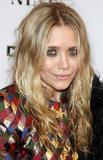 Olsen twins (Сестры Олсен: Мэри-Кейт и Эшли) - Страница 5 Th_95417_mary-kate_and_ashley_olsen_nine_premiere_tikipeter_celebritycity_017_123_638lo
